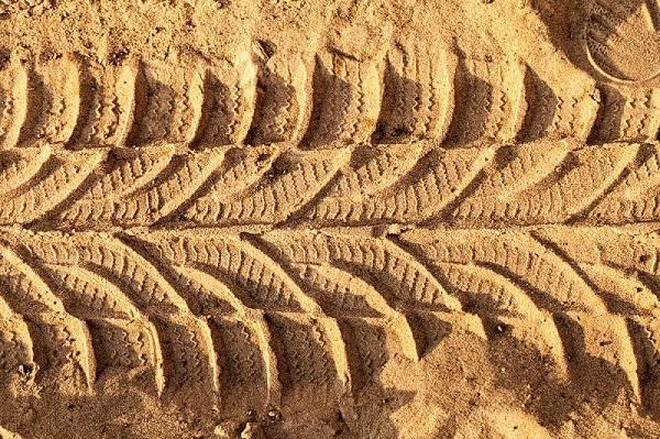 Чем отличается карьерный песок от речного